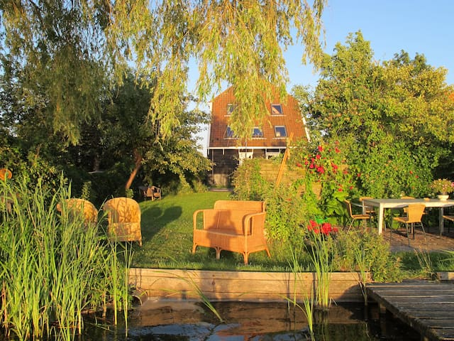 The Lake House 20 min from Amsterdam, - Uitdam - Huis
