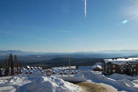 3 bedroom townhouse unit w/ amazing mountain views - Kelowna