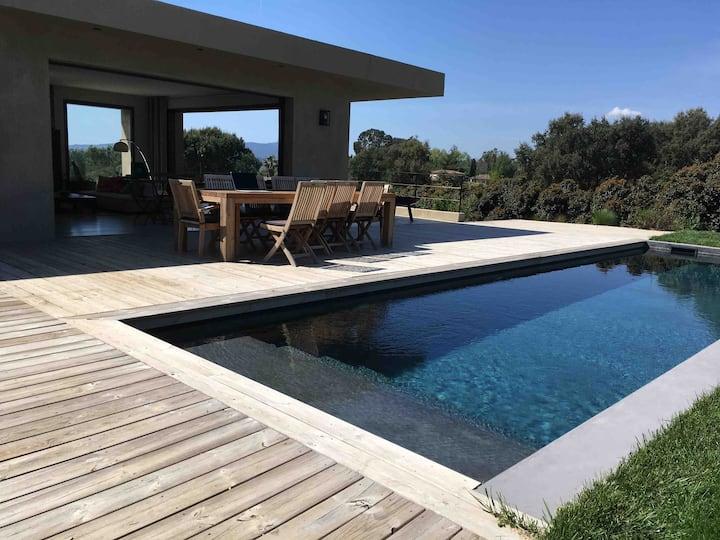 Beauvallon villa piscine vue d'exception mer golf
