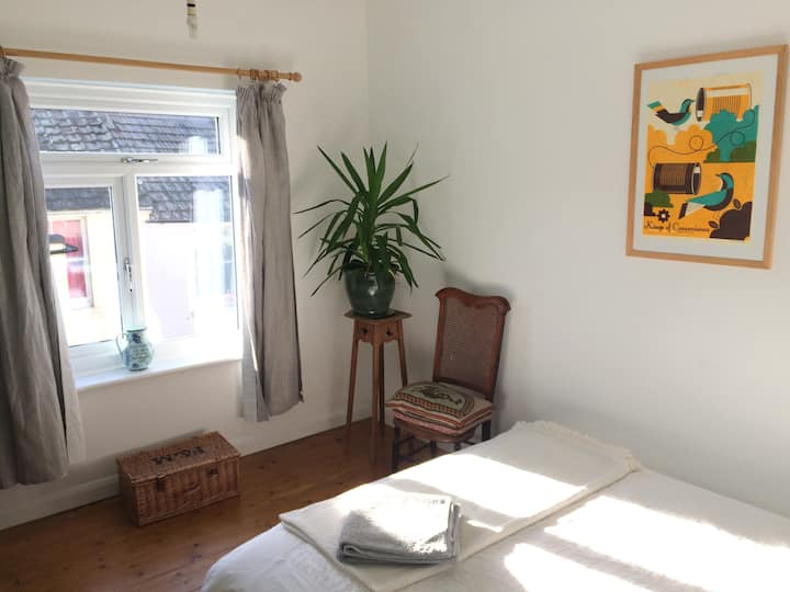 Double Bed, Light, Quiet, 10 min to beach