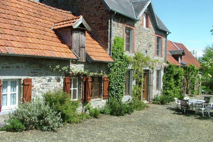Maison de vacances indépendante du 18ème siècle avec beaucoup d'intinimé et une belle vue