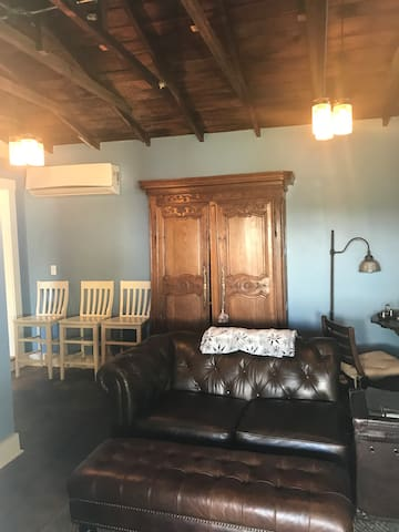 Private Carriage House in Old Town Orange