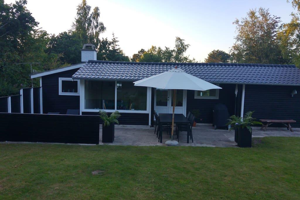 """Skøn fredelig """"solkrog"""" og dejlig terrasse"""