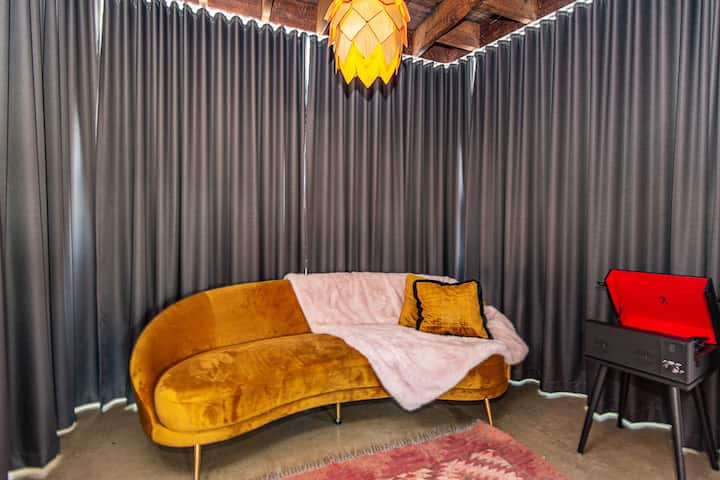 MEDUSA Suite, Private Balcony, Amazing Art-Deco room - The Pink Hotel Coolangatta