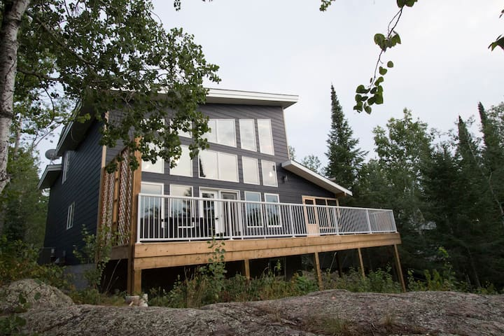 BRAND NEW WATERFRONT COTTAGE ON LAC DU BONNET