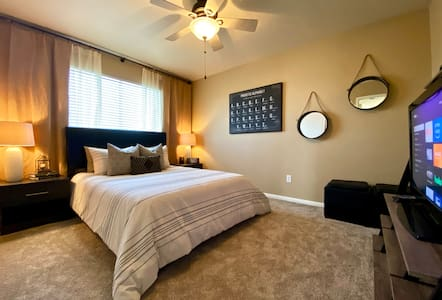 Entire 2nd Floor | Loft Retreat | 9mi from IAH