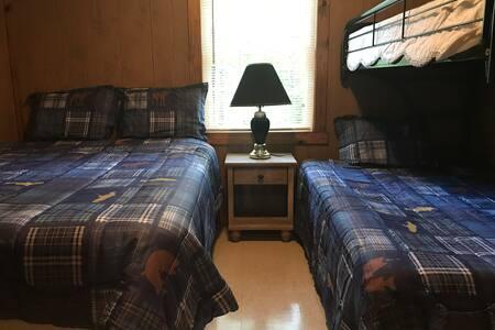 Lake Gaston Lodges PR1 furnished cabin/nature