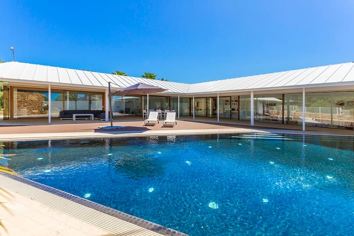 Tofol - Spacious Contemporary Villa with Pool