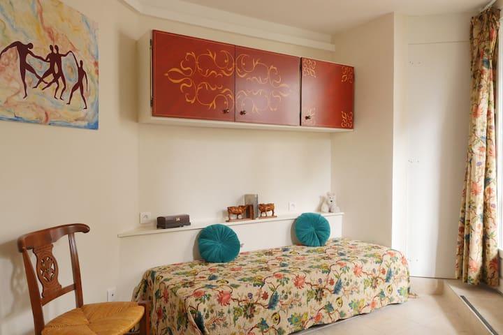Mini-studio indépendant dans maison avec jardin