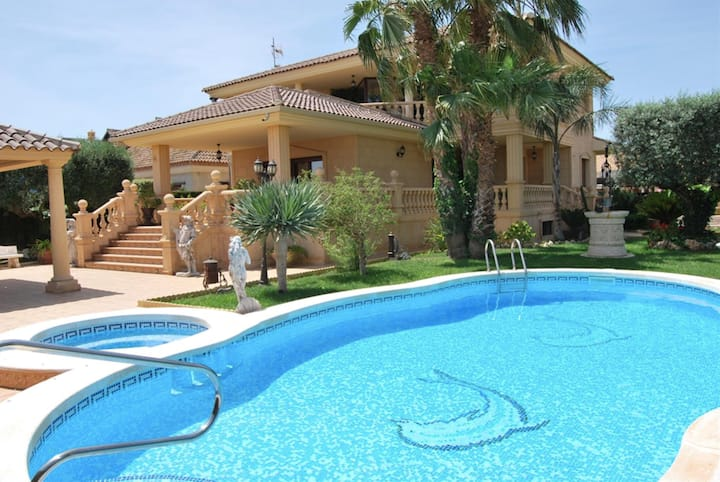 Luxury villa at 25 minutes from Torrevieja