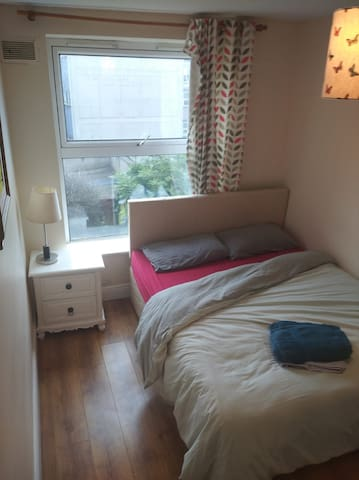 King size Private Bedroom Smithfield city center