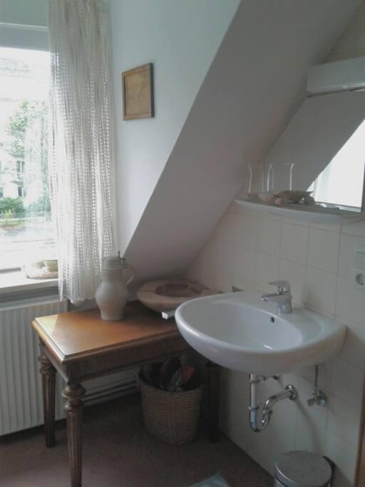 Schlafzimmer 2 mit Waschgelegenheit/ Sleepingroom 2 with basin