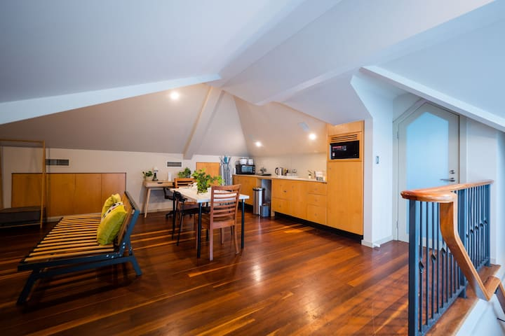 Quiet Private Studio In Strathfield with Kitchenette and Private Bathroom 3min to Station sleeps 6