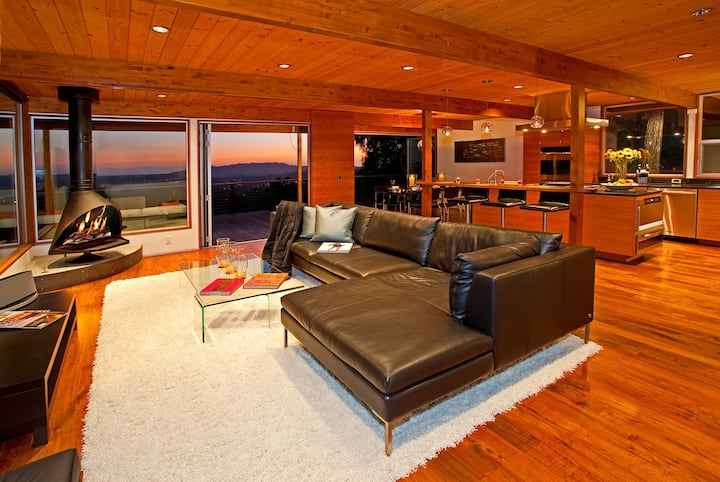 Executive Escape - Sleek and Sophisticated in Mission Canyon