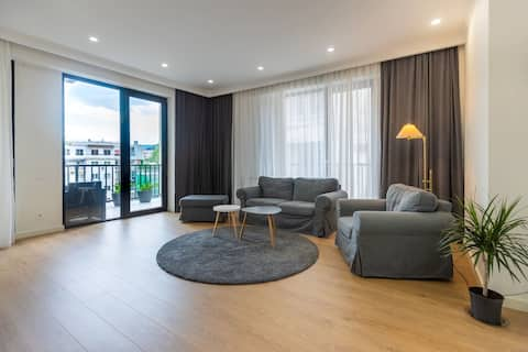 ✶2BR apt. w/ a furnished terrace in the city center✶