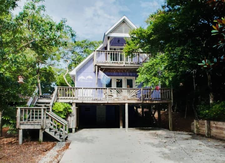 Ocean side escape in the heart of Emerald Isle, NC