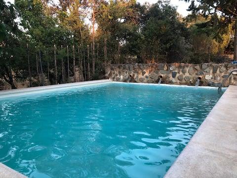 Casa rural ecológica con piscina privada.