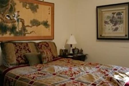Elegantly furnished guest house, beautiful setting - Hillsborough
