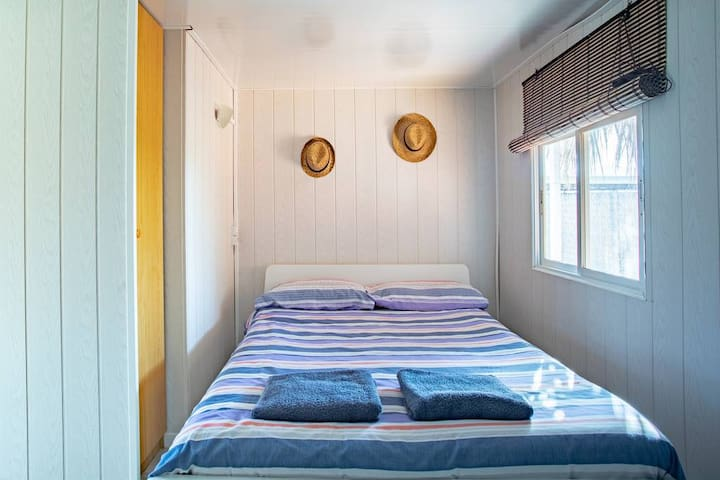 Cama viscoelástica con almohadas individuales  Limpieza exhaustiva y meticulosa