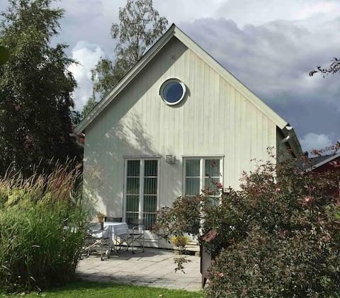 Hyvin varustettu maalaistalo luonnonkauniissa kylässä 15 km: n päässä Uumajasta