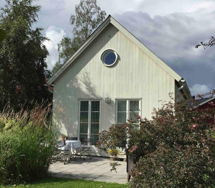 Välutrustat gårdshus i naturskön by 15 km fr Umeå