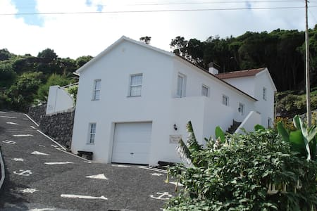 Pico Holiday Rentals - Casa do Avô Faidoca - Calheta de Nesquim - Dom