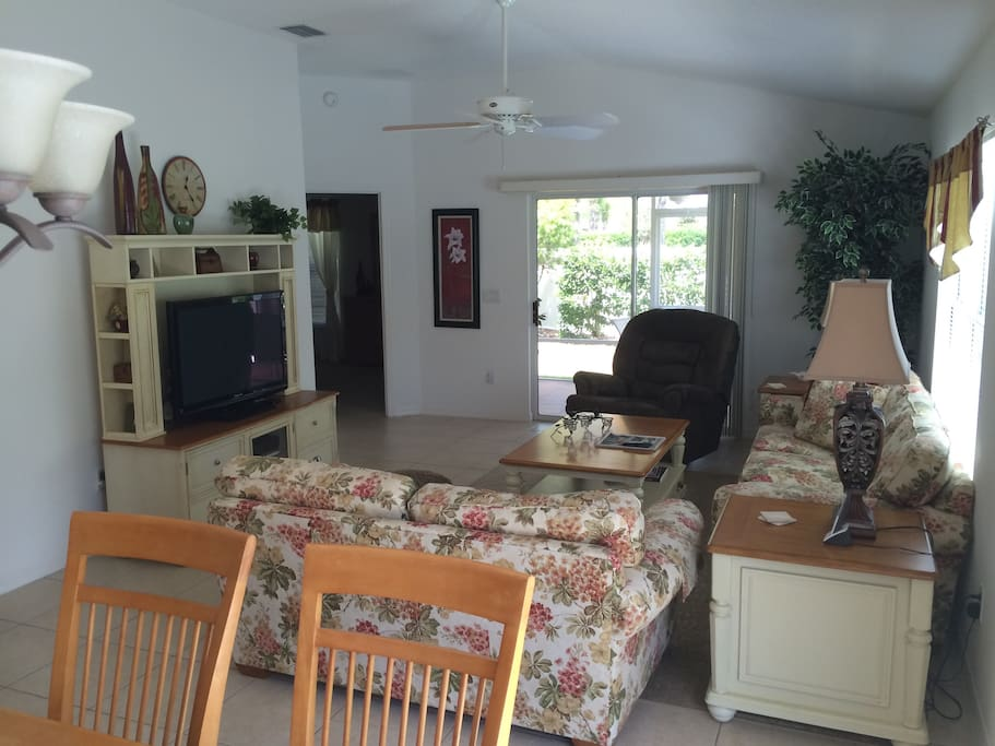 Open living/dining room with large table that seats 6