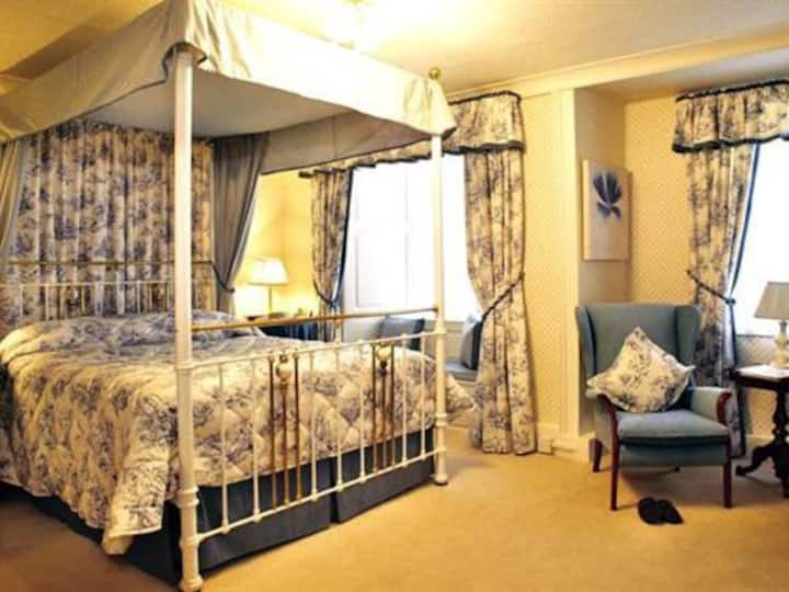 Queen room at Bishopsgate House Hotel