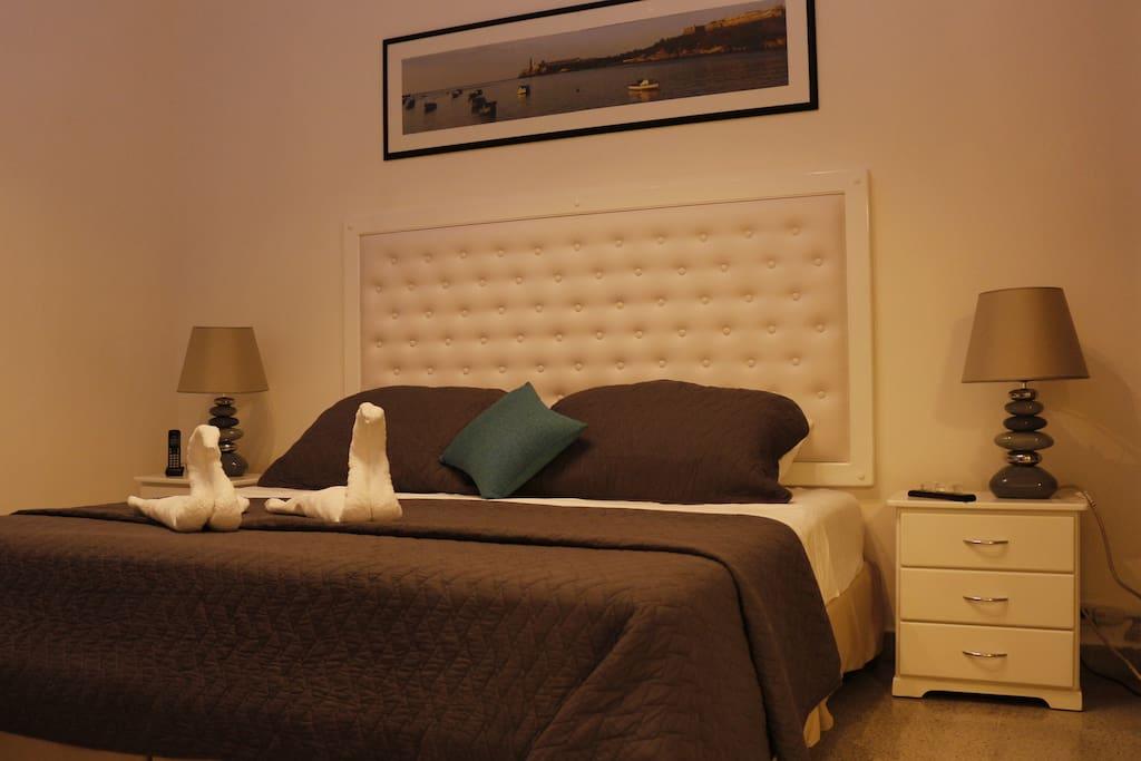 Room 2 / Habitación 2