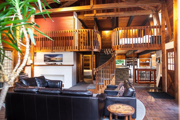 Norah House Retreat Rustic Luxury Guesthouse