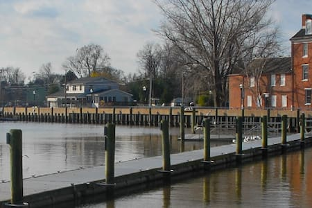 Rare find - WALK TO C&D CANAL in Delaware City