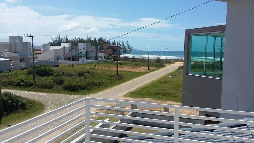 Conforto na praia de itapiruba. - Imbituba - House