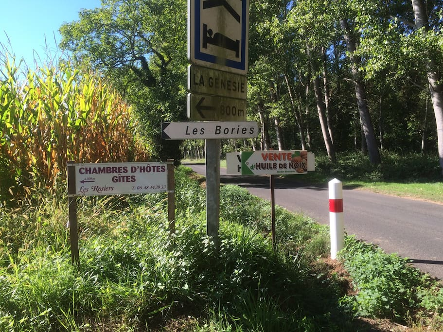 Arriving from Montignac via the D65 road, to your turn into our hamlet Les Bories