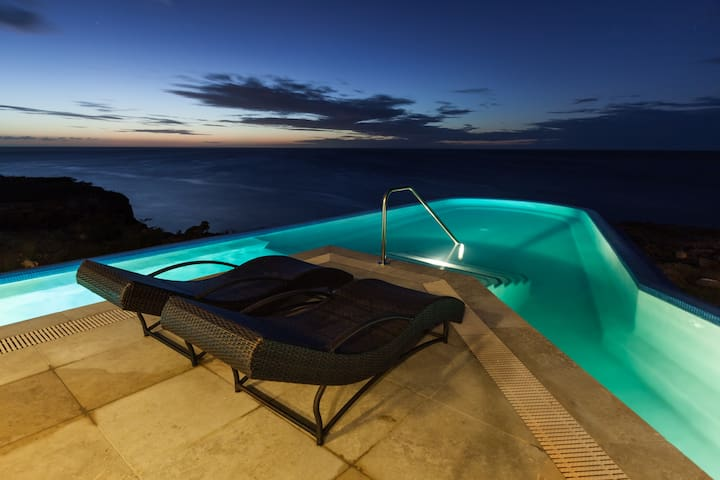 Dive & Relax by the Oceanfront Pool - Sabana Westpunt - House
