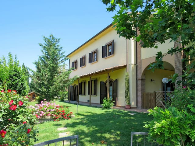 Apartment Residence Macchia al Pino for 4 persons