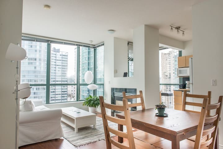 Sunny Downtown Room/Private Bath +breakfast/VIEWS - Vancouver - Appartement
