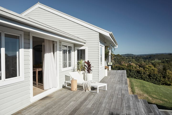 The Bails | Byron Bay | Luxury Hinterland Cottage