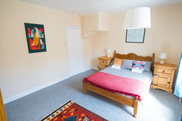 Spacious Double Room in West Bath