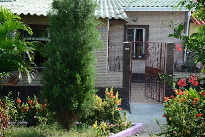 Casa Michael #2 - กัวยากิล - โฮสเทล