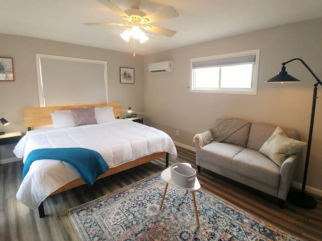 INTRO PRICE! Clean and Stunning Studio w/Parking!