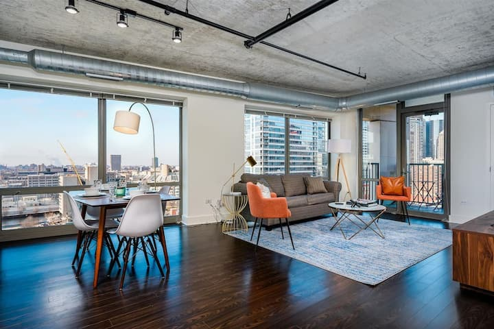 Kasa Chicago 2BD/2BA | Private Balcony + Prime Location | South Loop
