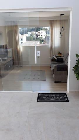 Apartamento com vista para rua de lazer!