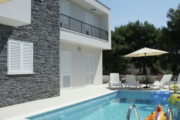 Modern Villa in Primosten with Pool