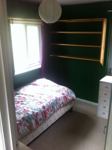 sgle room in the quirky Totnes