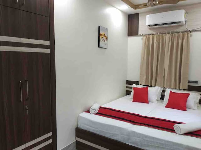Double bedroom (72 x 78 inches mattress) with world class mattress King Koil and fresh new lenins