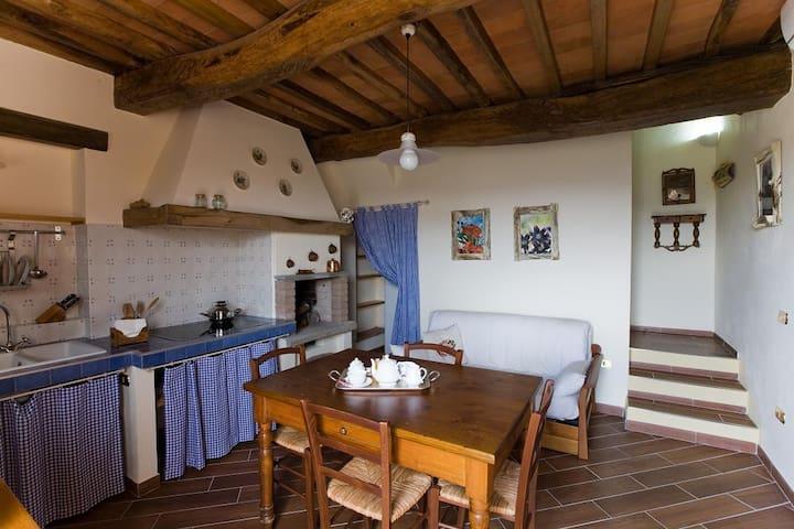 Casa dei mezzadri - Quarrata - House