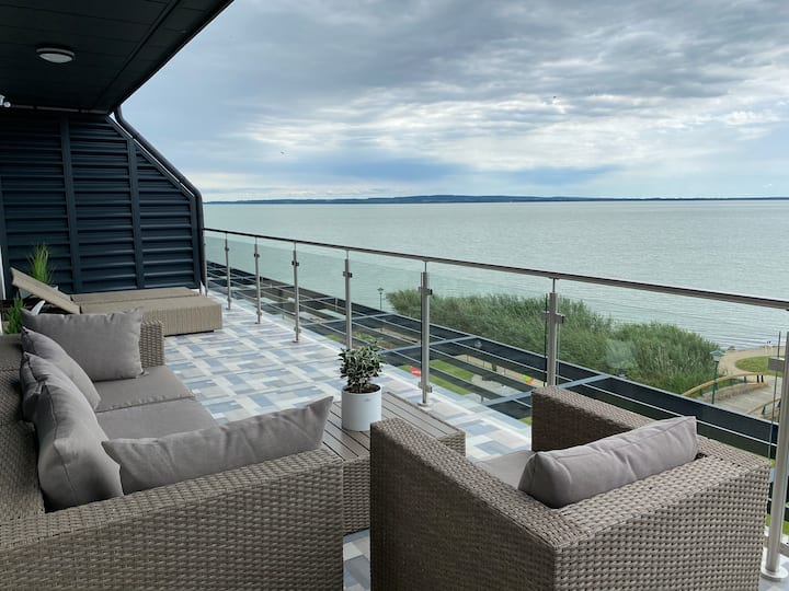 Royal Blue - luxury flat with view at Lake Balaton