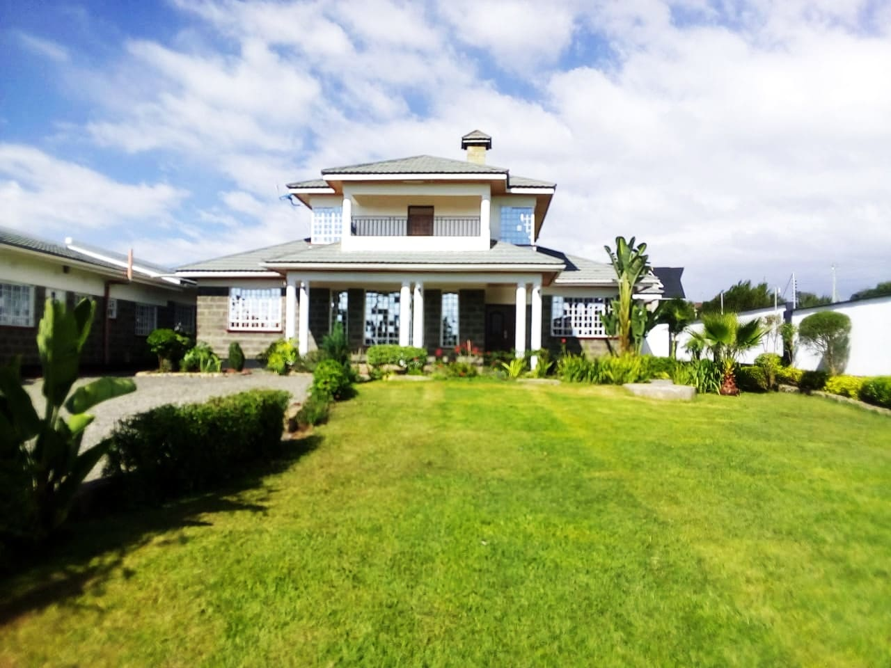 Front mature garden with spacious parking