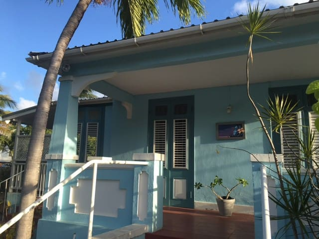 Beautiful 3 bed family home next to the beach. - Bridgetown - Hus