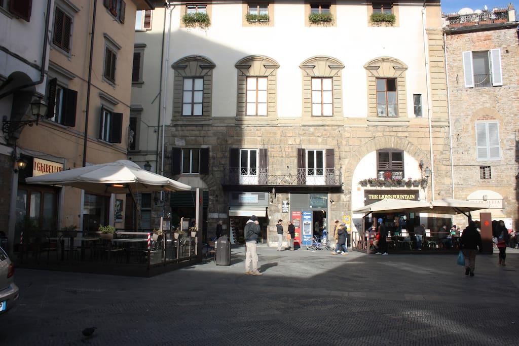 Facade Piazza San Pierino
